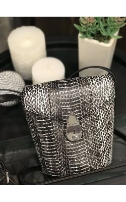 Сумочка кроссбоди Calvin Klein со змеиным принтом