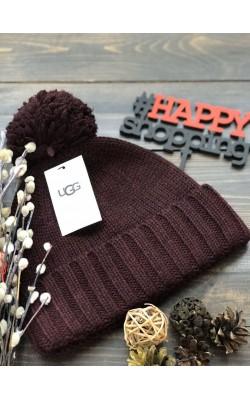 Бордовая шерстяная шапка с лого UGG