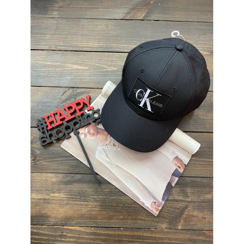 Бейсболка Calvin Klein черно-белым логотипом