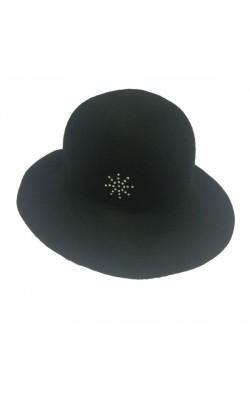 Шерстяная черная шляпа-слауч