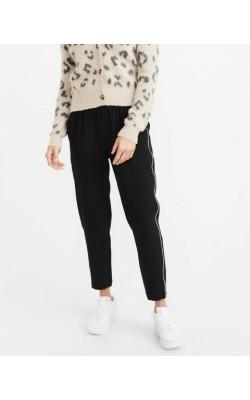 Черные укороченные брюки Abercrombie & Fitch