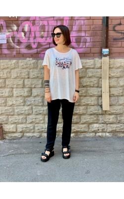 Светлая  футболка с вышивкой Abercrombie & Fitch