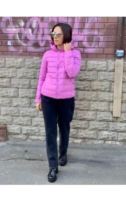 Светло-розовая куртка на пуху с капюшоном от Uniqlo