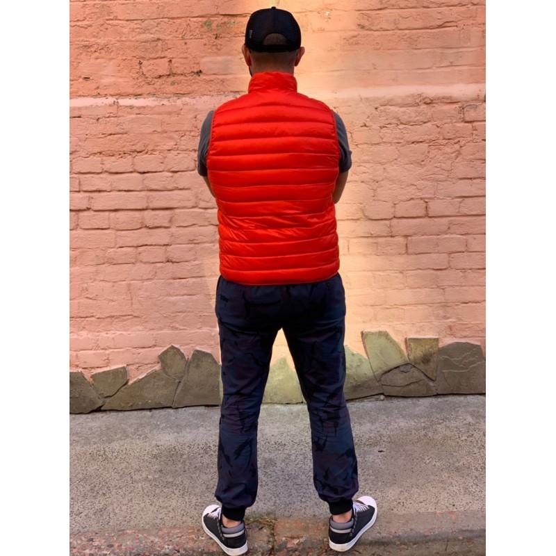 Ярко-красная жилетка на пуху Uniqlo