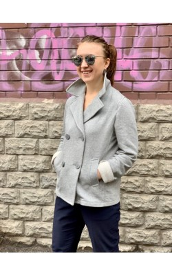 Серый пиджак Uniqlo