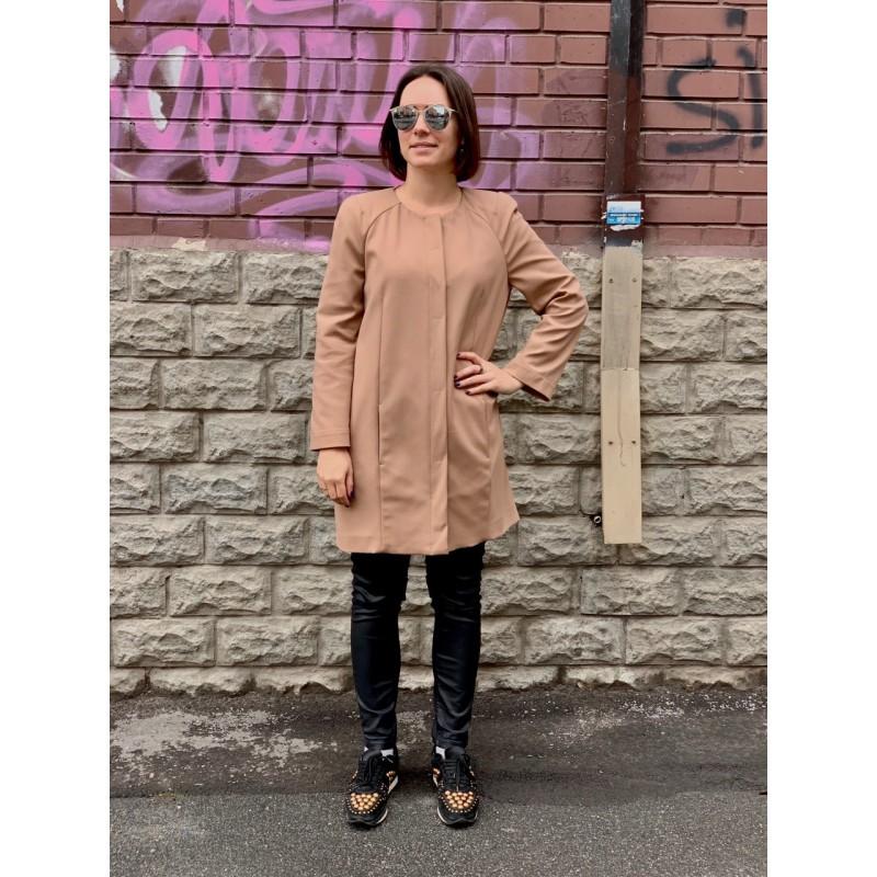 Бежевое легкое пальто Patrizia Pepe