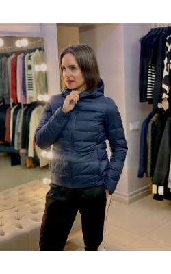 Темно-синяя легкая куртка на пуху с капюшоном  Uniqlo