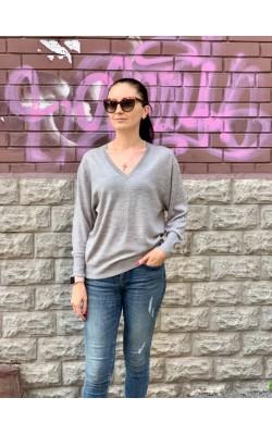 Серый шерстяной свитер от Uniqlo