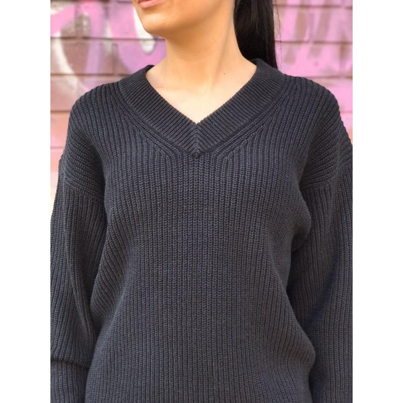 Черный объёмный свитер с V-образным вырезом Uniqlo