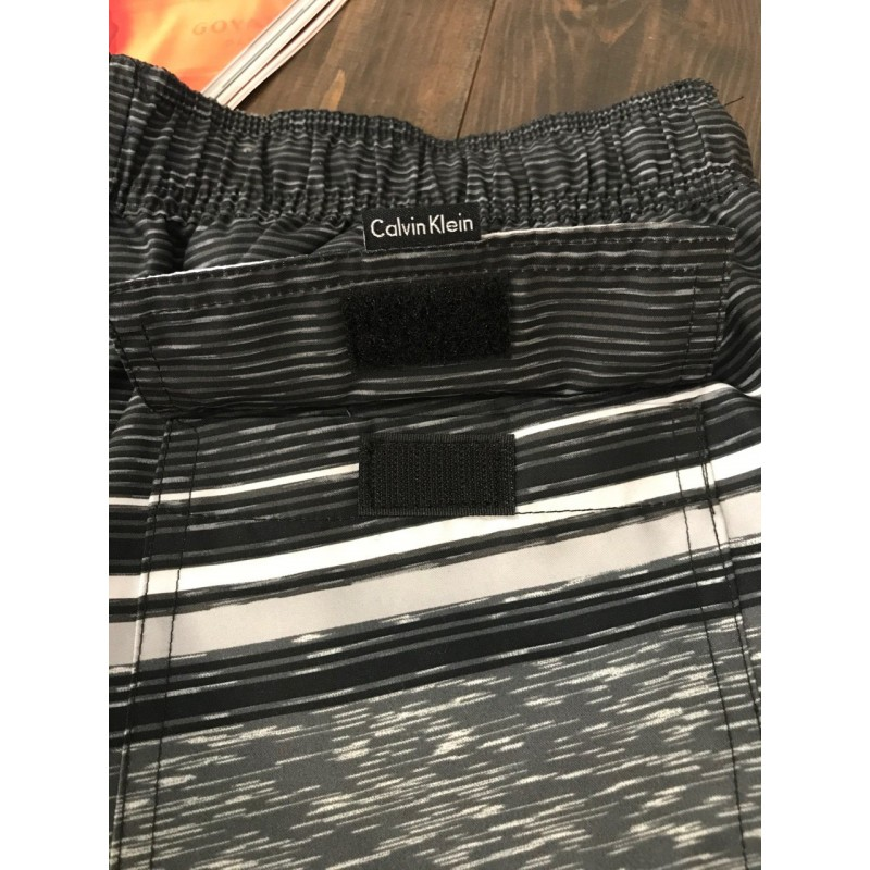 Серые пляжные шорты  Calvin Klein