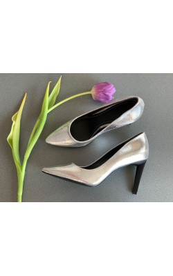 Серебристые туфли Kendall+Kylie
