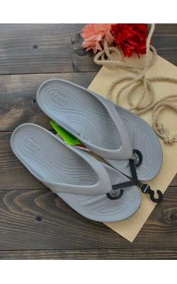 Серые вьетнамки Crocs
