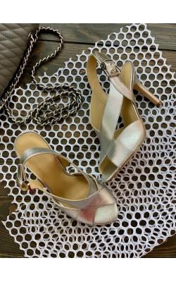 Серебристые босоножки на каблуке Michael Kors