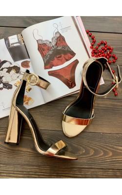 Босоножки KENDALL+KYLIE золотистые на каблуке