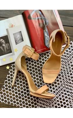 Босоножки Calvin Klein на каблуке