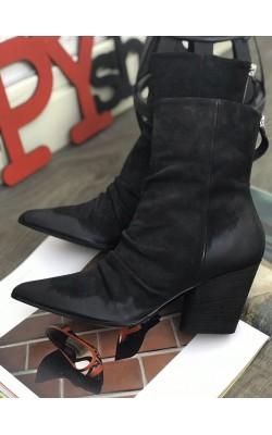 Черные замшевые  ботинки Harmanera