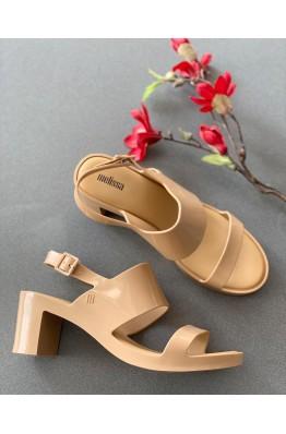 Бежевые босоножки на каблуке Melissa