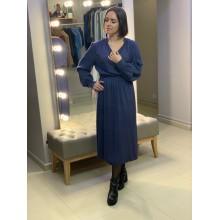 Платье синего оттенка на запах от Uniqlo