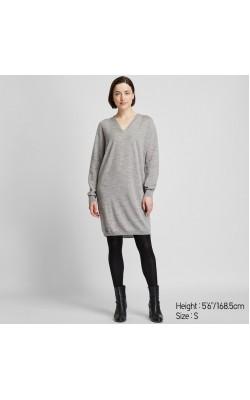 Серое шерстное бесшовное платье от Uniqlo