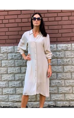 Светлое платье-рубашка дизайнерской коллаборацияи Uniqlo + Hana Tajima