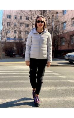 Куртка Uniqlo светло-серая с капюшоном ультралегкая на пуху