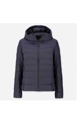 Темно-синяя легкая куртка на пуху Uniqlo с капюшоном