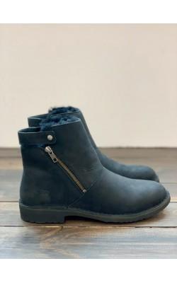 Черные ботинки с мехом UGG
